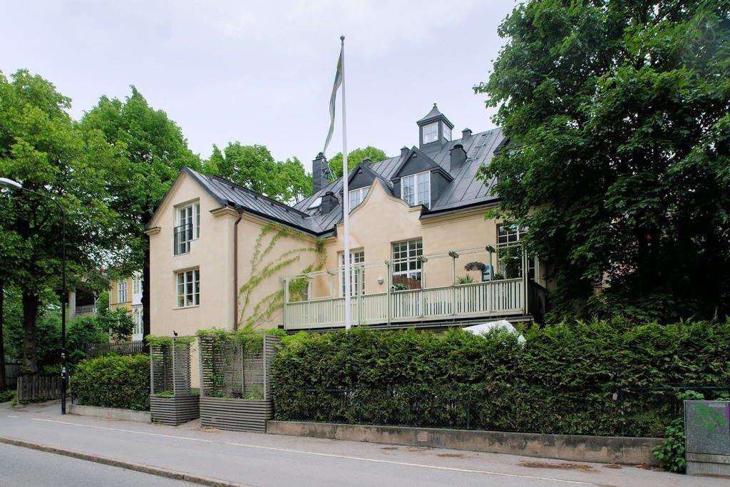 Уютная студия вздании церкви вСтокгольме. Изображение № 13.
