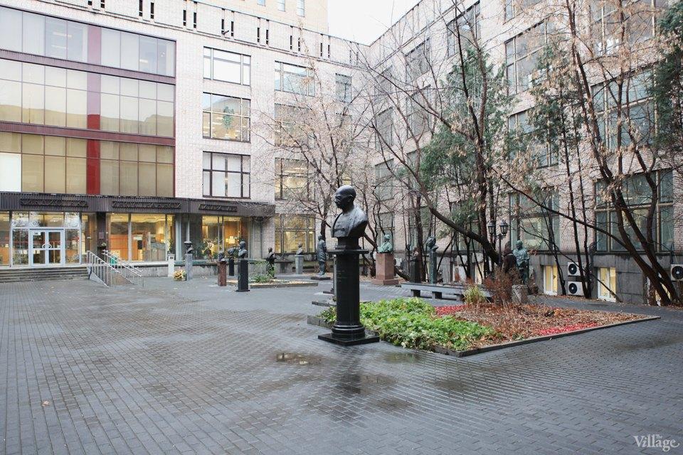 Фоторепортаж: Памятник Эразму Роттердамскому вМоскве. Изображение № 7.