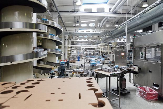 Фоторепортаж: Как делают йогурты на молочном заводе. Изображение № 56.
