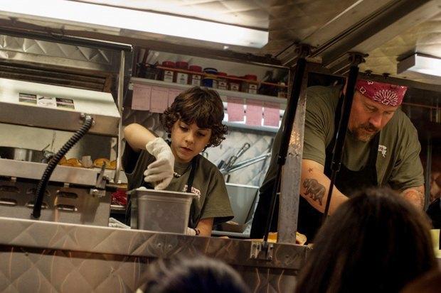 «Повар на колёсах»: Как уволиться из серьезного ресторана и открыть кафе-фургон с кубинской едой. Изображение № 13.