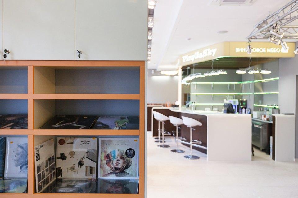 Бар и магазин пластинок VinillaSky. Изображение № 11.