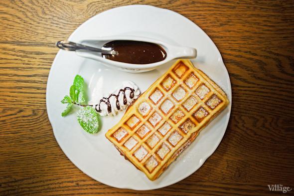 Бельгийские вафли с шариком мороженого и горячим шоколадом - 49грн.. Изображение № 23.