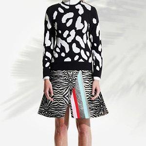 Что надеть: Свитер Raf Simons, винтажное платье Chanel иджинсы Levi's 501. Изображение № 9.