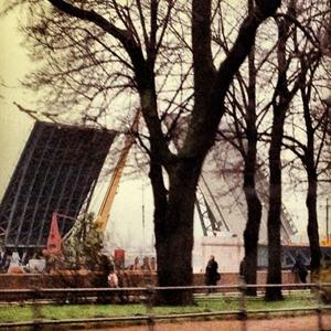 Дворцовый мост впервые развели на все выходные. Изображение № 8.