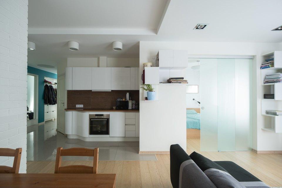 Квартира для большой семьи сминималистским интерьером. Изображение № 8.