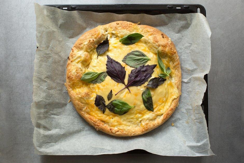 Повар LookAtMedia готовит пиццу «Четыре сыра» ичизкейк изроссийских продуктов. Изображение № 12.