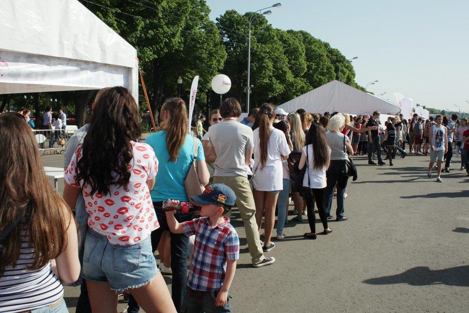 Как выглядит парк Горького в выходной день. Изображение № 11.