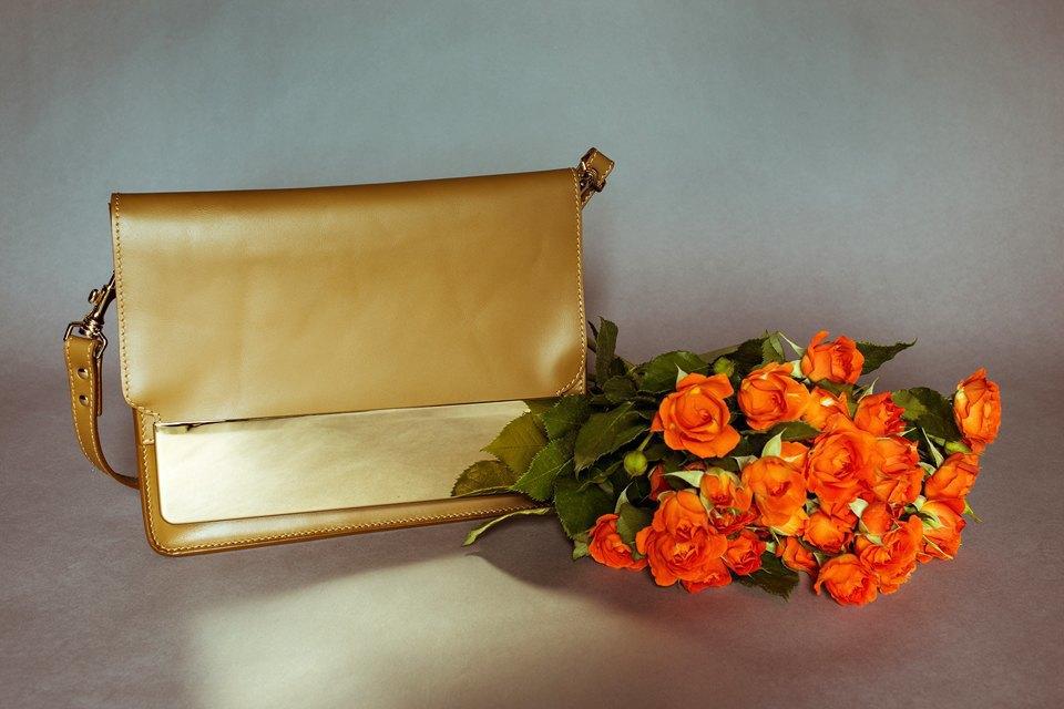 Яркие цветы и сумки. Изображение № 5.