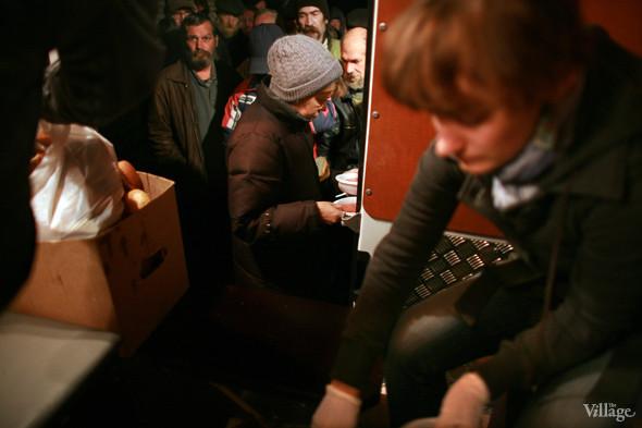 Ночной рейс: Волонтёры и бездомные автобуса «Ночлежка». Изображение № 12.