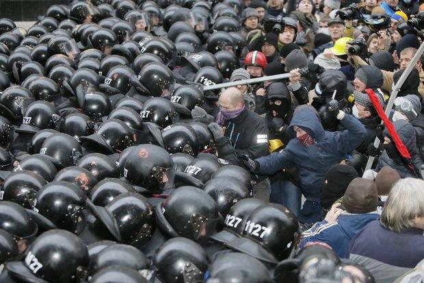 Работа со вспышкой: Фотографы — о съёмке на «Евромайдане». Изображение № 12.