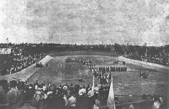 Первый киевский стадион «Спортивное поле», фото 1913 года. Изображение № 3.