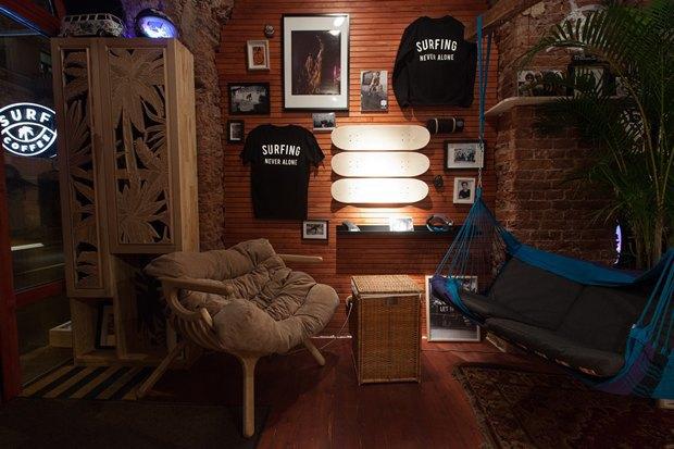 У «Сенной площади» открыли «сёрферскую» кофейню SurfCoffee. Изображение № 3.