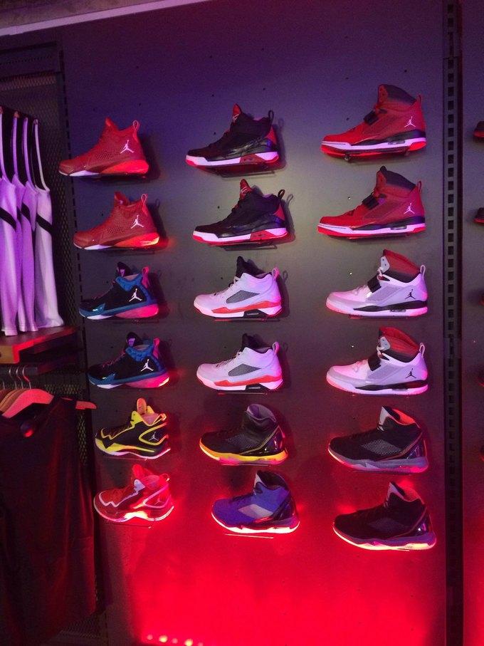 На Старом Арбате открылся обновлённый магазин Nike Sportswear. Изображение № 1.