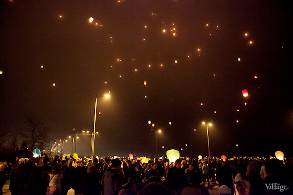 Фоторепортаж: Флешмоб с китайскими фонариками. Изображение № 13.