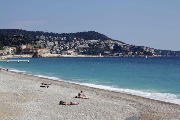 Пляж вдоль Английской набережной. Изображение № 12.