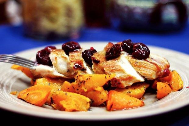 Индейка с соусом из лесных ягод и бренди с запечённой морковью и тыквой. Изображение № 1.