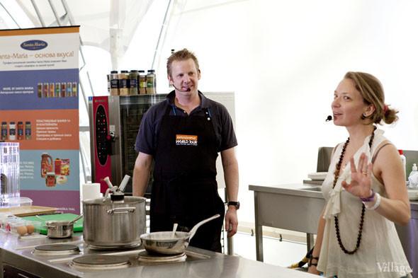Omnivore Food Festival: Бенжамен Турсель готовит яйца конфи с копчёным чаем и сливами умебоши. Изображение № 25.