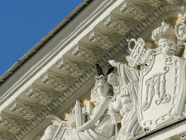 Воронье гнездо нафронтоне Русского музея. Изображение № 2.