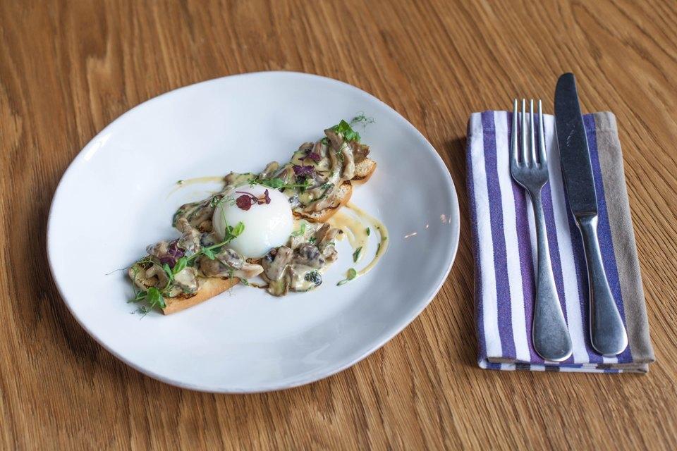 Брускетта с грибами яйцо-пашот, сливочный соус 360 рублей. Изображение № 34.
