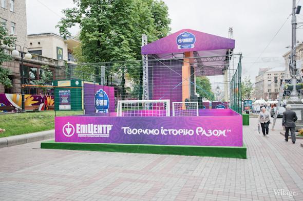 Фоторепортаж: Улица футбола — фан-зона на Крещатике. Зображення № 3.