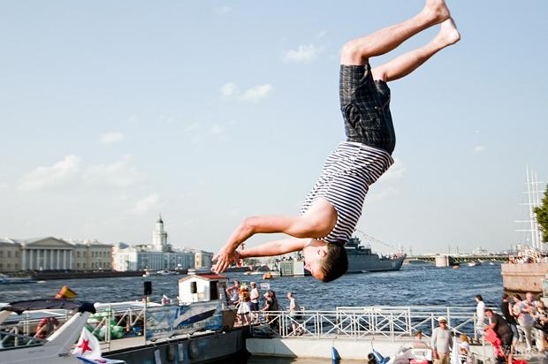 Фоторепортаж: День Военно-морского флота в Петербурге. Изображение № 54.