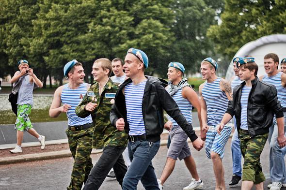 Фоторепортаж: День ВДВ в парке Горького. Изображение № 12.