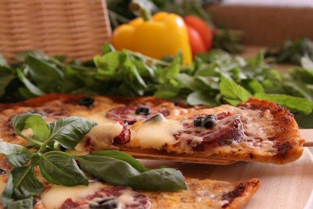 Пицца «Пеперони» — 360 рублей. Изображение № 2.