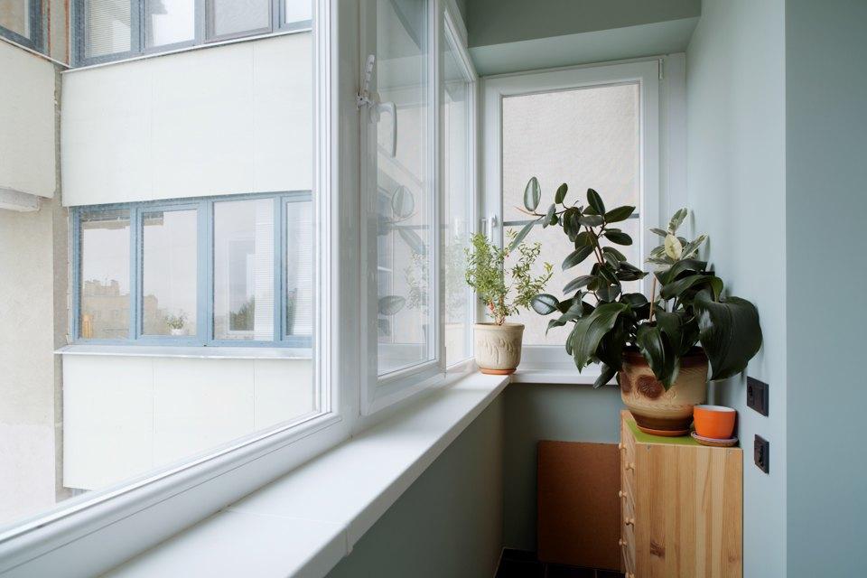 Застекление балконов распашными окнами.