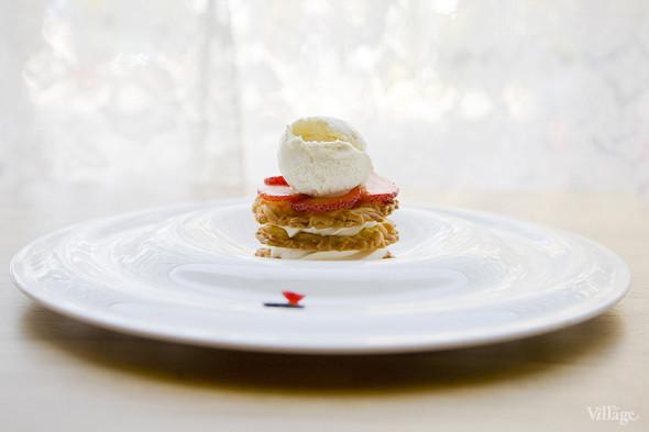 Тарт из штрейзеля с горгонзолой и ягодами —300 рублей. Изображение № 41.