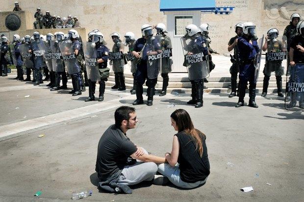Как у них: Чего требуют на митингах жители Афин, Минска, Тель-Авива и Гонконга. Изображение № 7.