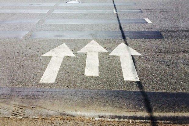 Дирекция поорганизации дорожного движения — о том, почему почернела разметка. Изображение № 1.