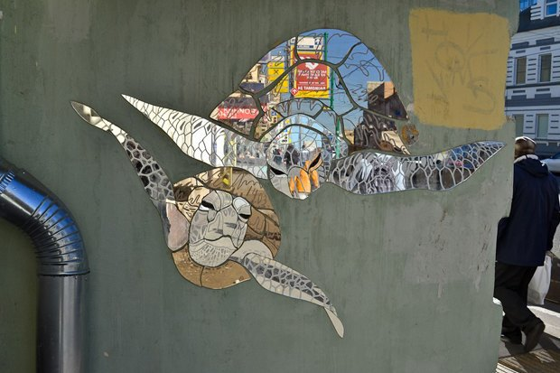 Кто украшает Москву зеркальными рыбами . Изображение № 10.