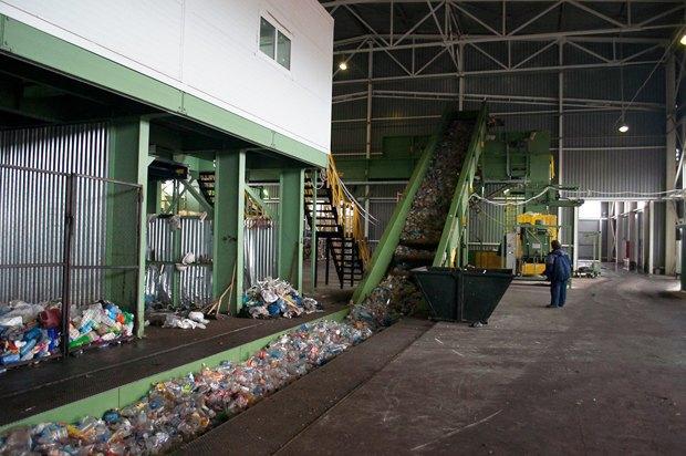 Российские компании только начинают осваивать рынок переработки мусора. Зато несанкционированные свалки в лесах уже давно стали традицией. Изображение № 8.