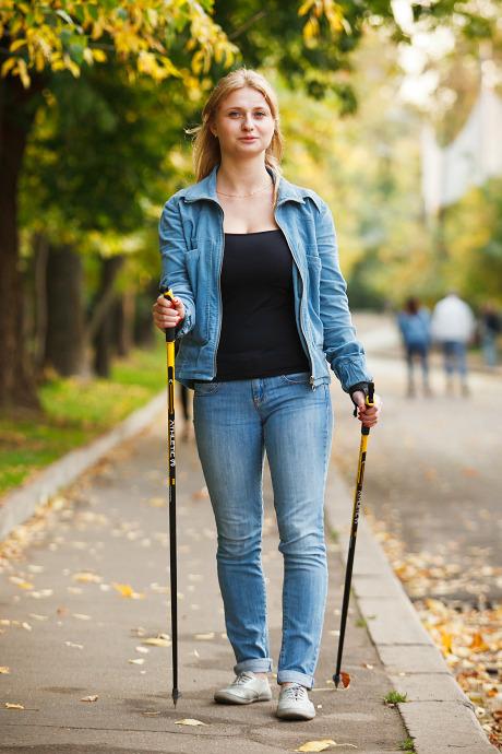 Люди в городе: Кто занимается скандинавской ходьбой. Изображение №20.
