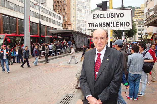 Вучик в колумбийской столице Боготе. Изображение № 9.