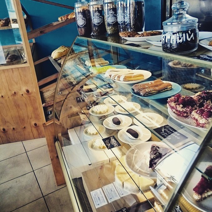 Рядом со«Спортивной-2» открылось кафе сдомашней выпечкой «Ласточка». Изображение № 1.