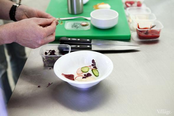 Omnivore Food Festival: Бенжамен Турсель готовит яйца конфи с копчёным чаем и сливами умебоши. Изображение № 35.