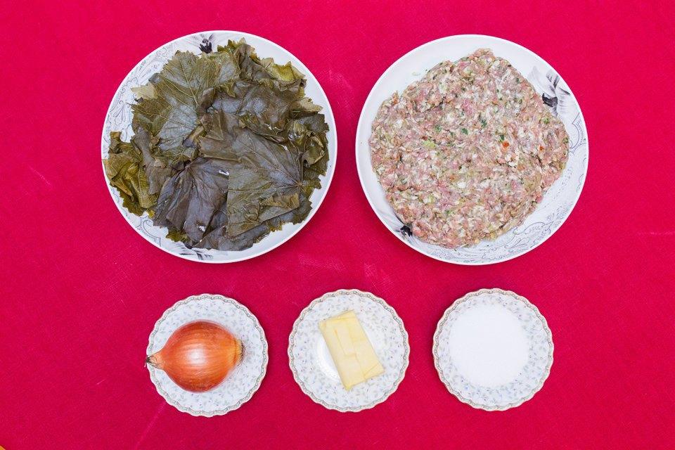 Долма: виноградные листья, фарш (свинина, рис, лук, кинза, базилик сушёные, лук репчатый, соль, масло сливочное, мацони).. Изображение № 42.