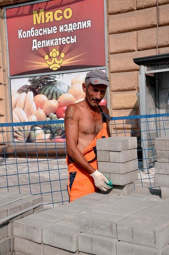 Свежая укладка: как асфальт меняют на плитку в Москве. Изображение № 14.