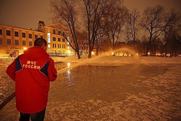 На пруду Юсуповского сада обустроили каток. Изображение № 1.