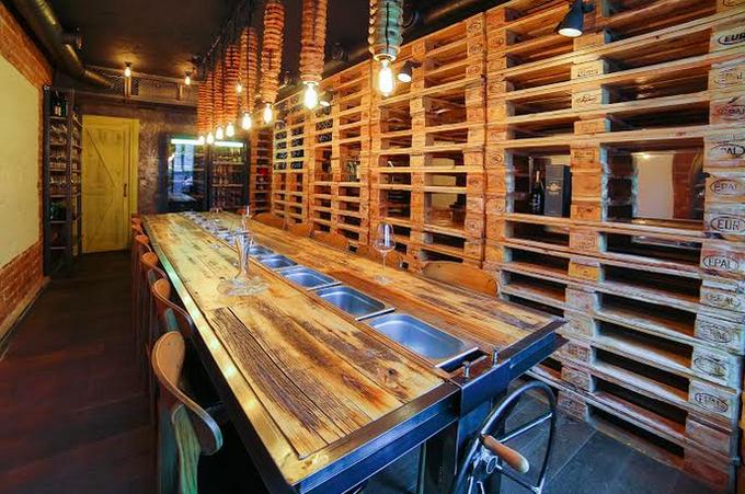 Адриан Кетглас открыл вТрёхпрудном переулке ресторан AQ Chicken. Изображение № 2.