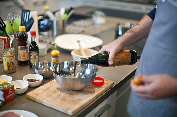 Шеф дома: Том ям и сашими из тунца Геннадия Иозефавичуса. Изображение № 69.