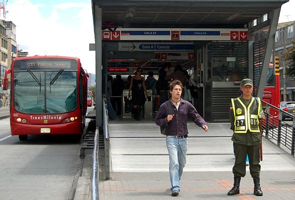 Энрике Пеньялоса создал в столице Колумбии Боготе систему общественного транспорта TransMilenio, впоследствии признанную одной из лучших в мире. . Изображение № 2.