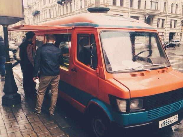 Наулицах города появился фургон смороженым ручной работы . Изображение № 1.