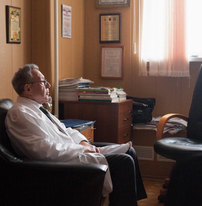 Гастроэнтеролог, психотерапевт идругие врачи— отом, как быть здоровым исчастливым. Изображение № 1.