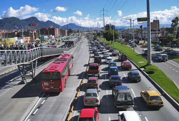 Автобусная система TransMilenio в Боготе по принципу работы напоминает метро.. Изображение № 59.