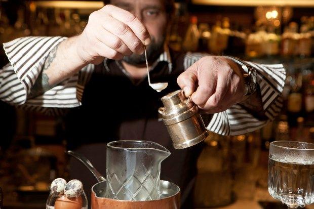 Налить в смесительный стакан сливки. Изображение № 28.