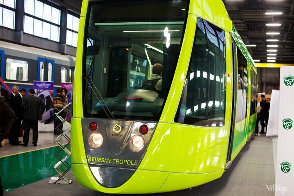 В Петербурге представили новые вагоны метро и низкопольный трамвай. Изображение № 19.
