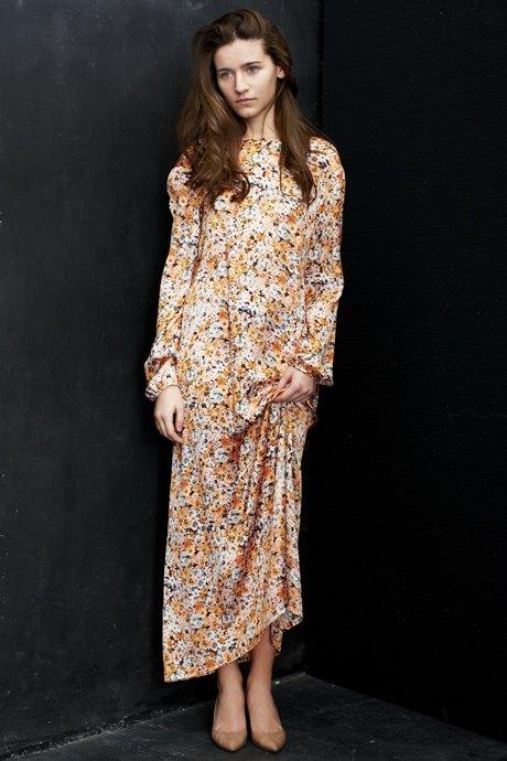 Вещи недели: 12 платьев сцветочным принтом. Изображение №10.