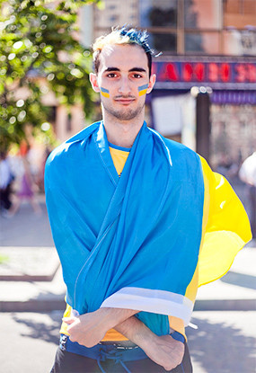 Жёлто-голубые: Самые яркие фанаты сборных Украины и Швеции. Изображение № 3.